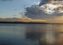 Lago_di_Varese_al_tramontosqua