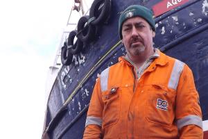 peschereccio-trainato-da-sottomarino