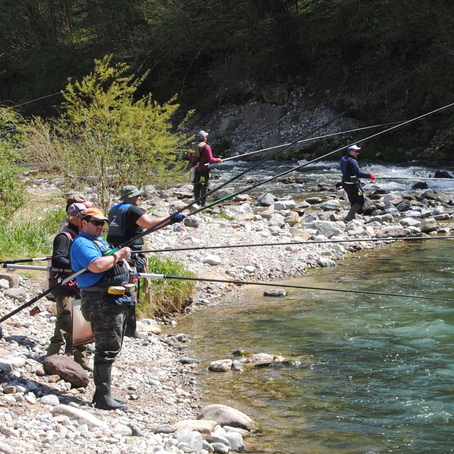 canne da pesca per fiume