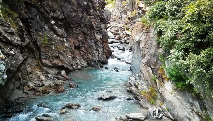 Pesca alle trote in torrente