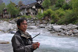 masami sakakibara mentre pesca a tenkara